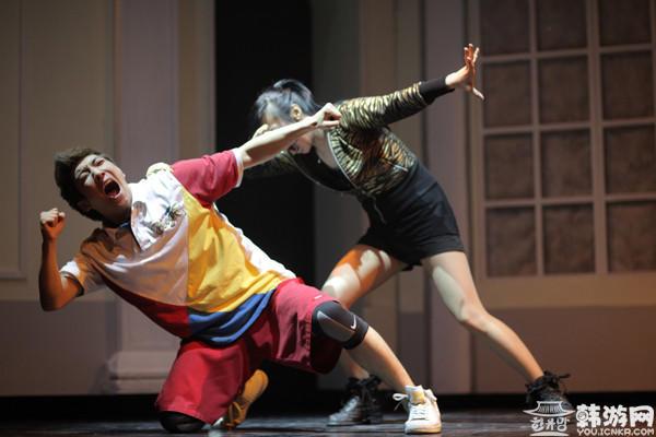套马杆街舞少年_爱上街舞少年的芭蕾女孩