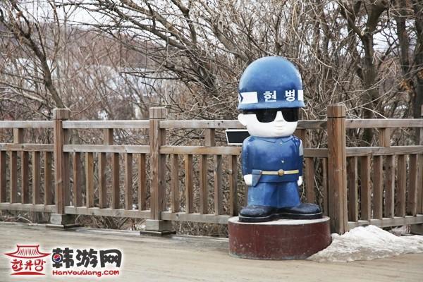 板门店一座木桥边的韩国宪兵模型