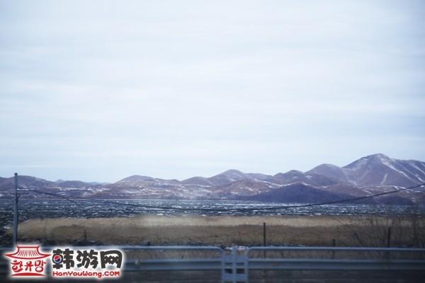 板门店路上看到的山