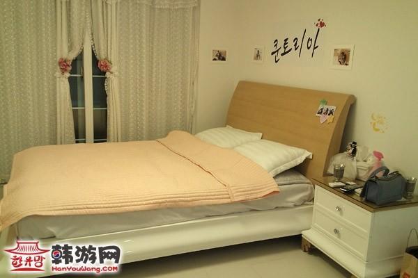 背景墙 床 房间 家居 家具 设计 卧室 卧室装修 现代 装修 600_400