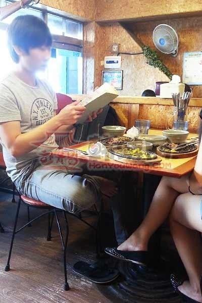"""韩国外大""""鸡博士""""鸡排饭""""料理店12"""
