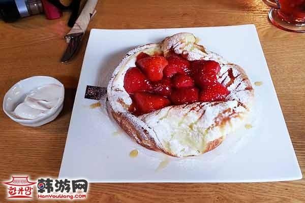 韩国弘大POLY CAFE and TEA咖啡甜品店7