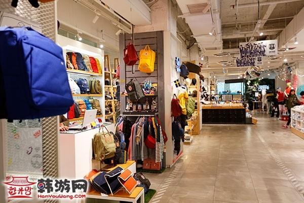 乐天百货 YOUNG PLAZA人气男团EXO周边店