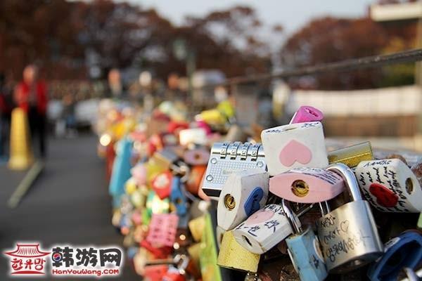 韩国首尔南山塔爱情锁墙