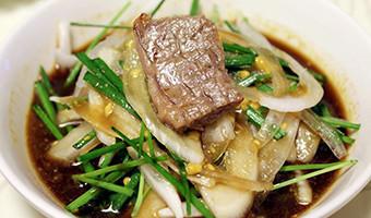 韩国烤五花肉的吃法