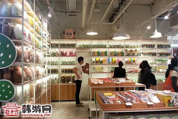 """明洞Line Friends Store""""连我""""人气周边店14"""