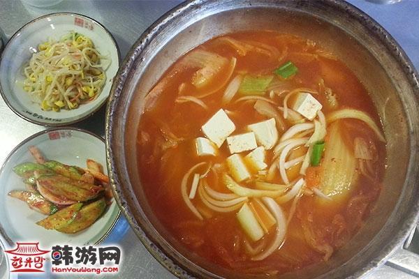 明洞汤村泡菜汤专门店02