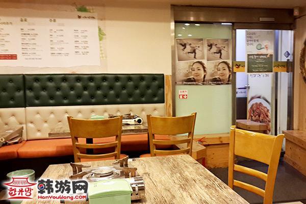 """梨大""""梨花""""安东鸡美食店12"""