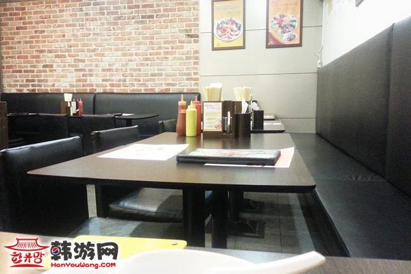 建大Phomons越南米线店环境三