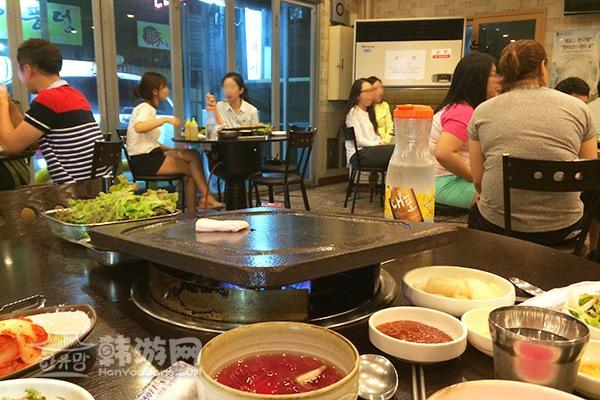 济州岛豚香气烤肉店13