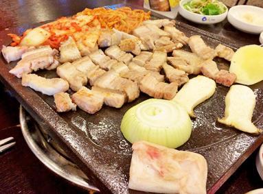 15:00-02:00 交通: 详见下文 网站: 无 推荐指数: 济州岛 豚香气 美食