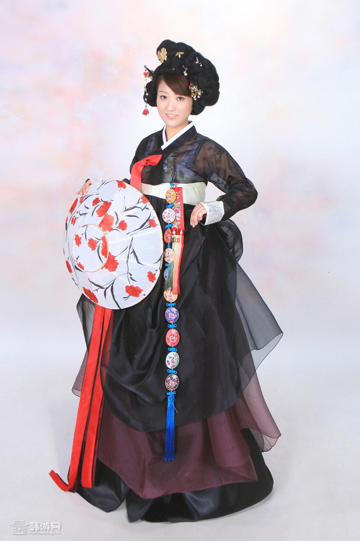 优雅的韩国古装美女