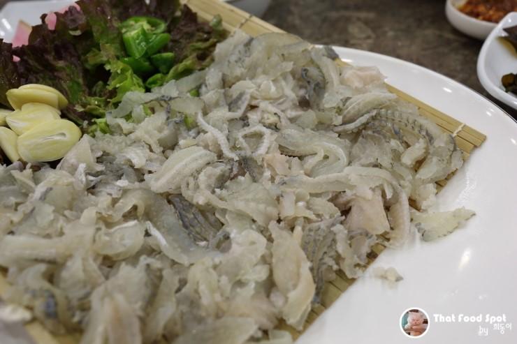 教大束草港船头生鱼片/韩式鳕鱼汤专门店