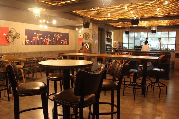 Premium Café炸鸡扎啤店店内环境