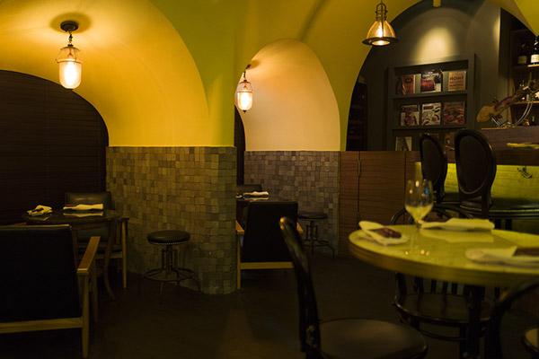 新沙洞La Cave Du Cochon法国餐厅_韩国美食_韩游网
