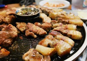 """弘大""""给豚的男人""""烤肉店"""