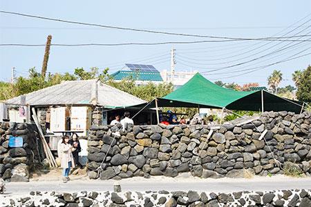 韩国济州岛现抓海鲜做的拉面店——Nolman_韩国美食_韩游网