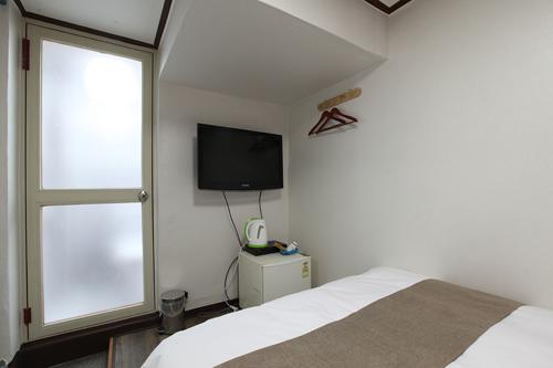 Double Room2.jpg