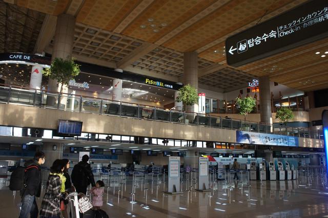 韩国首尔金浦机场登机