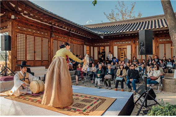 bukchon-hanok-hall-1.jpg