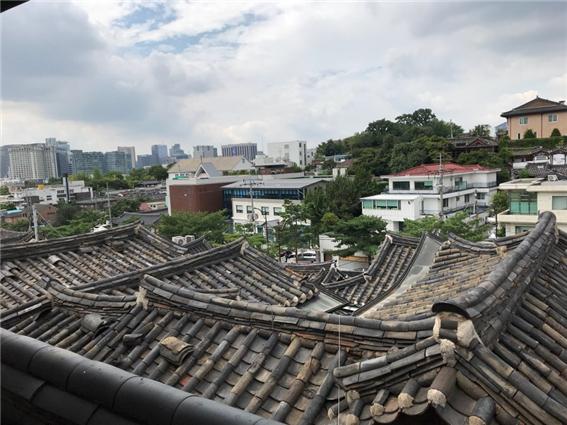 bukchon-hanok-hall-2.jpg
