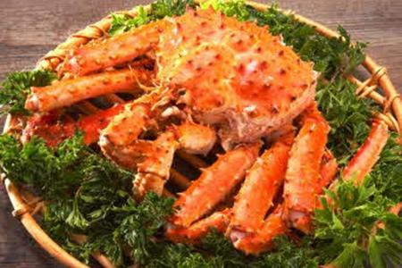 蛤蜊汤,烤蛤蜊,人气菜品主要是帝王蟹,酱蟹,活章鱼,生鱼片等韩式海鲜