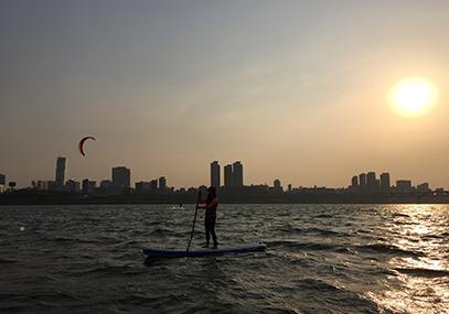 首尔汉江站立式滑水板体验_韩国景点_韩游网