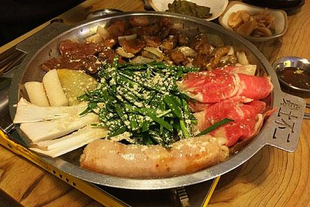 """首尔弘大""""车厢牛小肠""""_韩国美食_韩游网"""