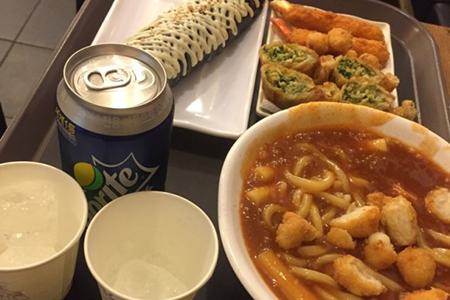 """弘大""""大蒜年糕""""炒年糕专门店_韩国美食_韩游网"""