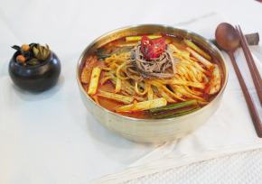 """孔德笑谈街""""梨花树""""传统辣牛肉汤"""