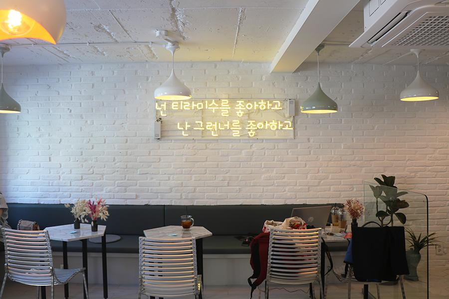 首尔弘大 KOMANS 提拉米苏蛋糕_韩国美食_韩游网