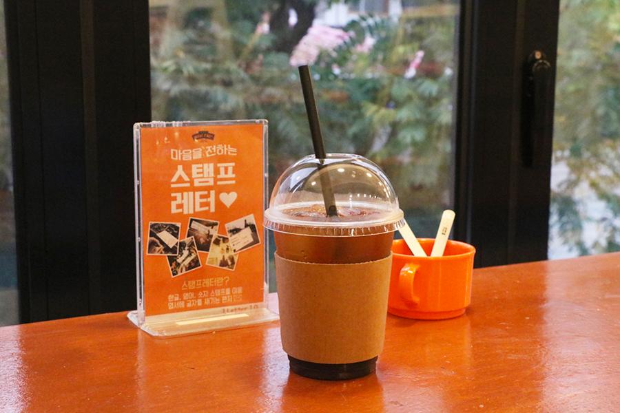 """弘大""""手机壳decoden咖啡厅""""_韩国美食_韩游网"""