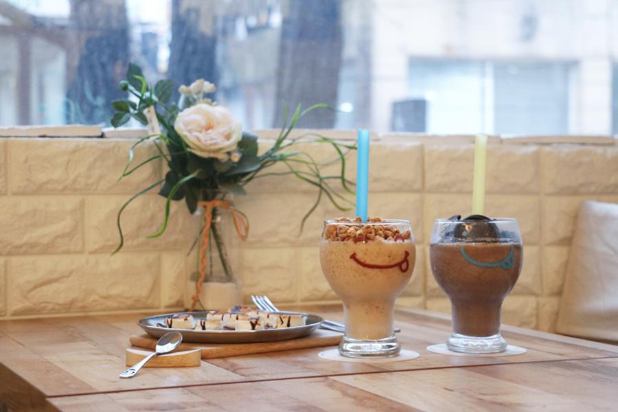 """大学路""""cafe c.o.s""""咖啡馆_韩国美食_韩游网"""